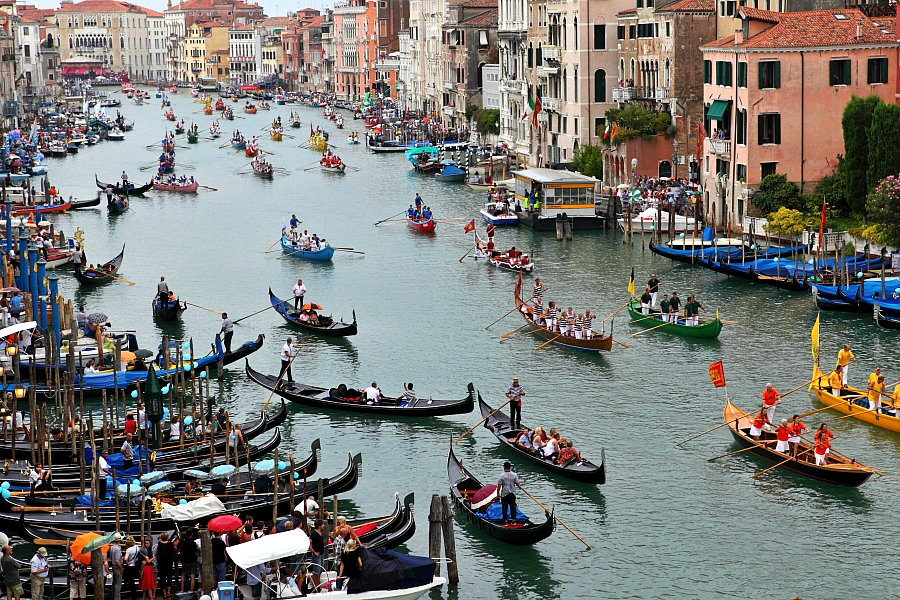 Gondolier Race April in Venice   Filled with Culture