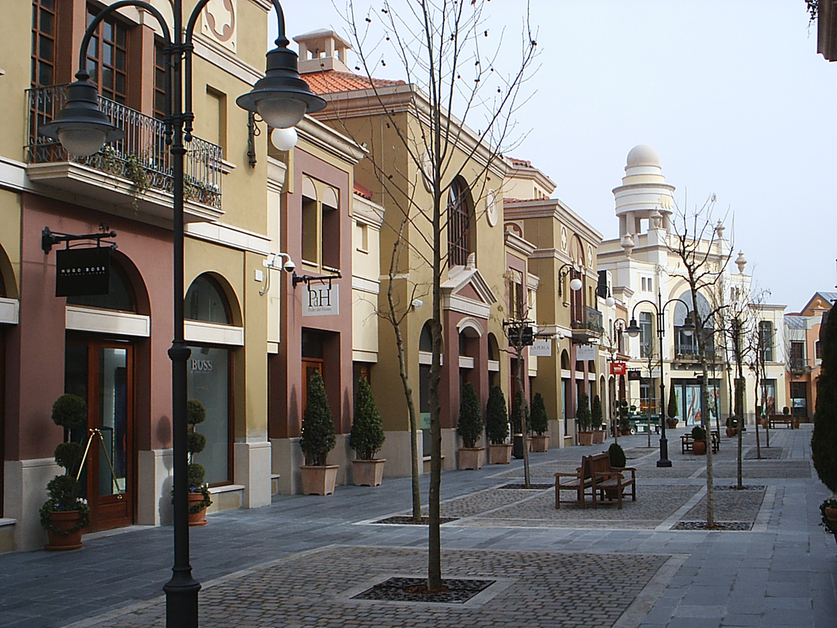 October in madrid a mixture of shopping and football - The first outlet las rozas ...