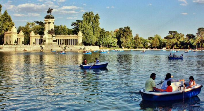 Lake in the Retiro Parc e1542193661581 The fancy Madrid's Salamanca