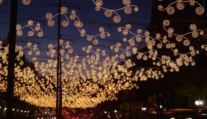 Madrid Christmas lights by Asturtom flickr2 e1542806434122 December in Madrid