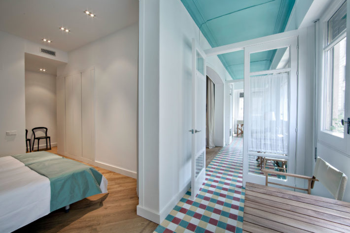 Rambla deluxe A apartment barcelona bedroom corridor e1566812443390 Featured apartment of the month: Rambla Deluxe A