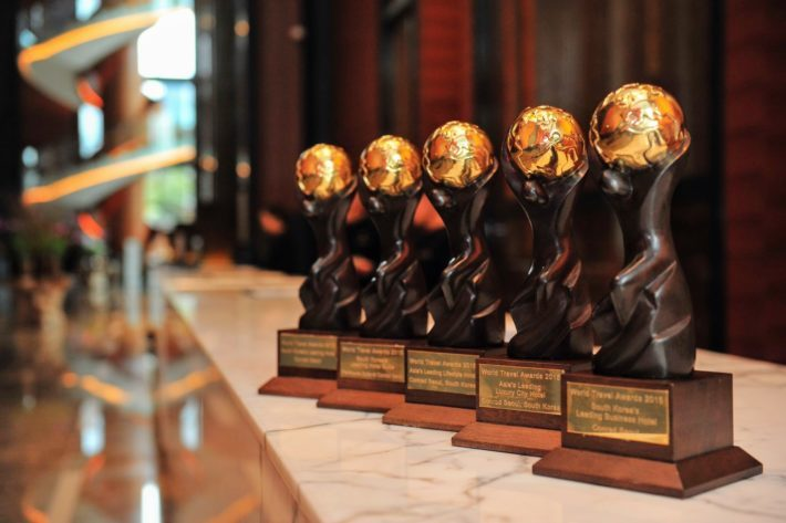 WTA Winner Trophies e1535101175506 World Travel Awards 2018: Celebrating 25 Years of Travel Excellence