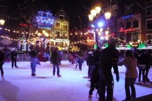 amsterdam ice skating 300x200 What to do in Amsterdam in December