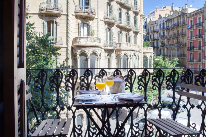 bacelona balconies 1 2 apartment barcelona balcony 1 e1538142073306 Featured apartment of the month: Barcelona Balconies 1