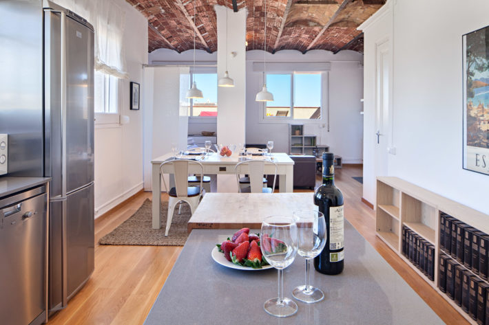 bailen attic apartment barcelona entrance e1525702160742 Perfect Apartments for Summer Holiday in Barcelona