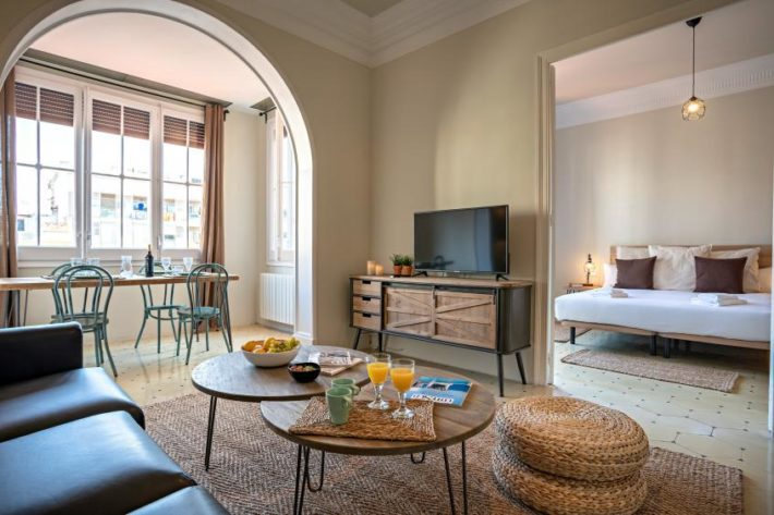 bailen style apartment barcelona living room 2 e1556116221987 Featured apartment of April   Balien Cosy