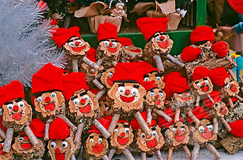 Caga Tió. Chrsitmas traditional activity for children
