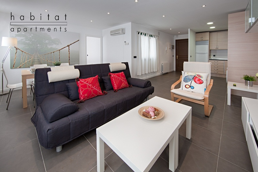 comtal 52 apartment barcelona sitting area a1 July in Barcelona   Fiesta Fiesta Fiesta!!