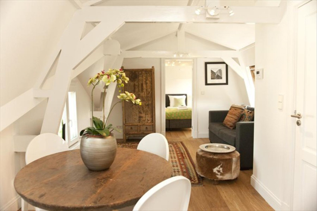 descartes apartment eating table amsterdam a b Living intellectually in Amsterdam