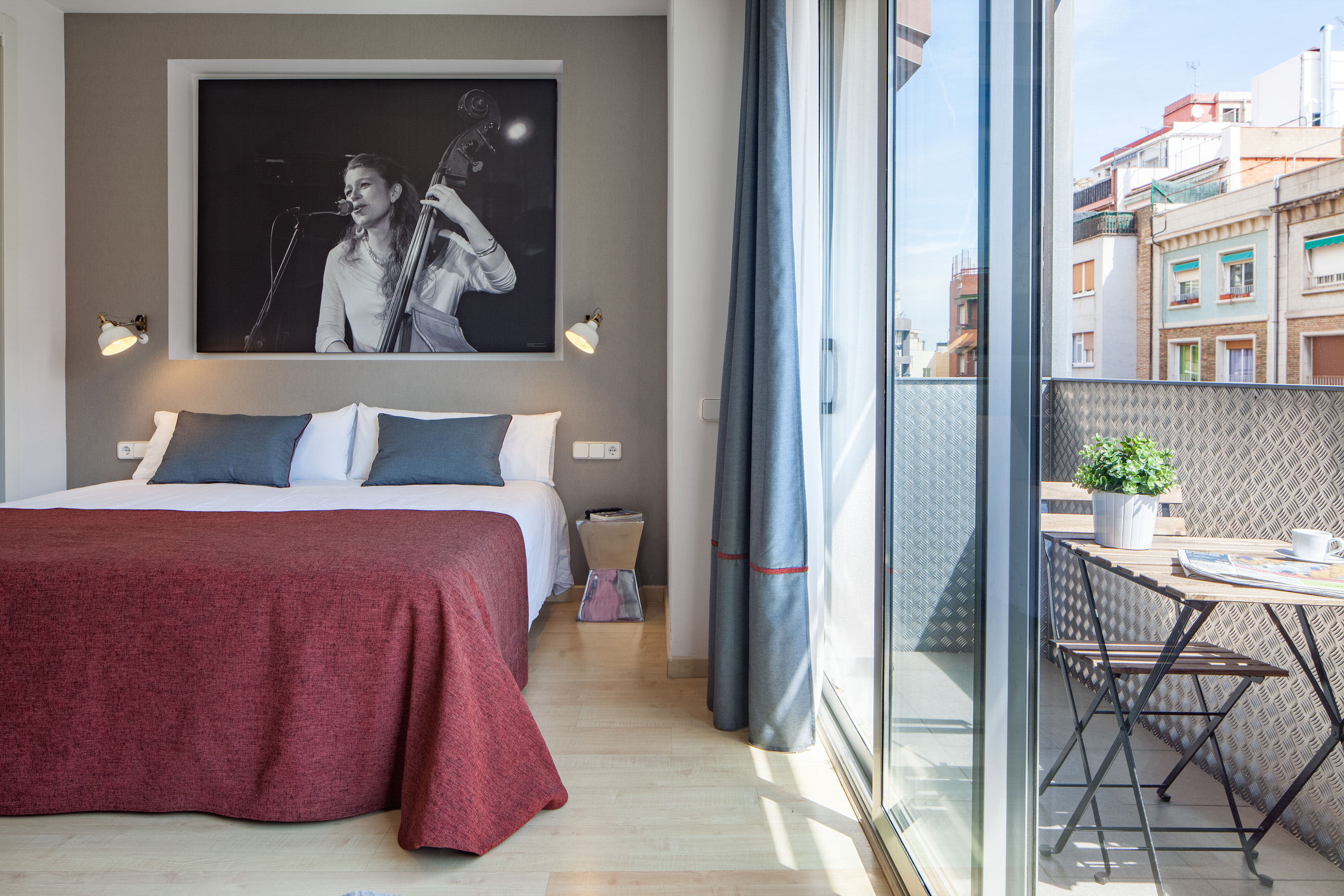 hot jazz 21 apartment barcelona 8 Fantastic Apartments near Sagrada Familia!