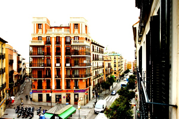 latina black apartment view picnik La Latina Black Apartment in Madrid