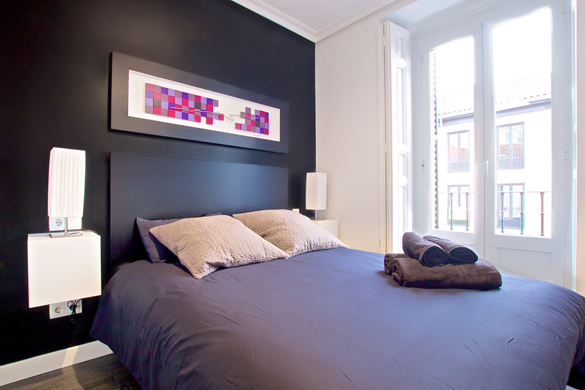 latina-cubic-apartment-madrid-master-bedroom