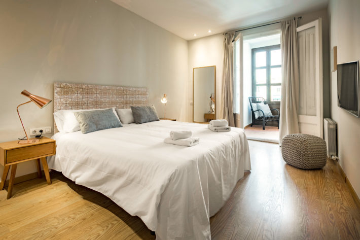 lauria style apartment barcelona bedroom 1 e1557328388757 Featured apartment of May: Lauria Style