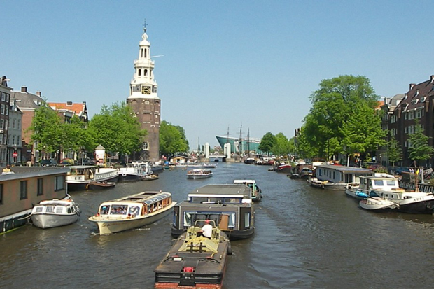lounge-boat-apartment-amsterdam-view_a_b