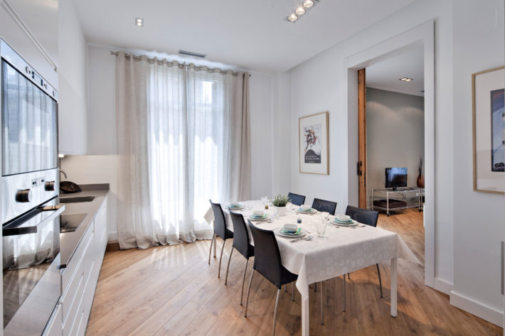 rambla deluxe apartment barcelona kitchen 2 e1566812657986 Featured apartment of the month: Rambla Deluxe A