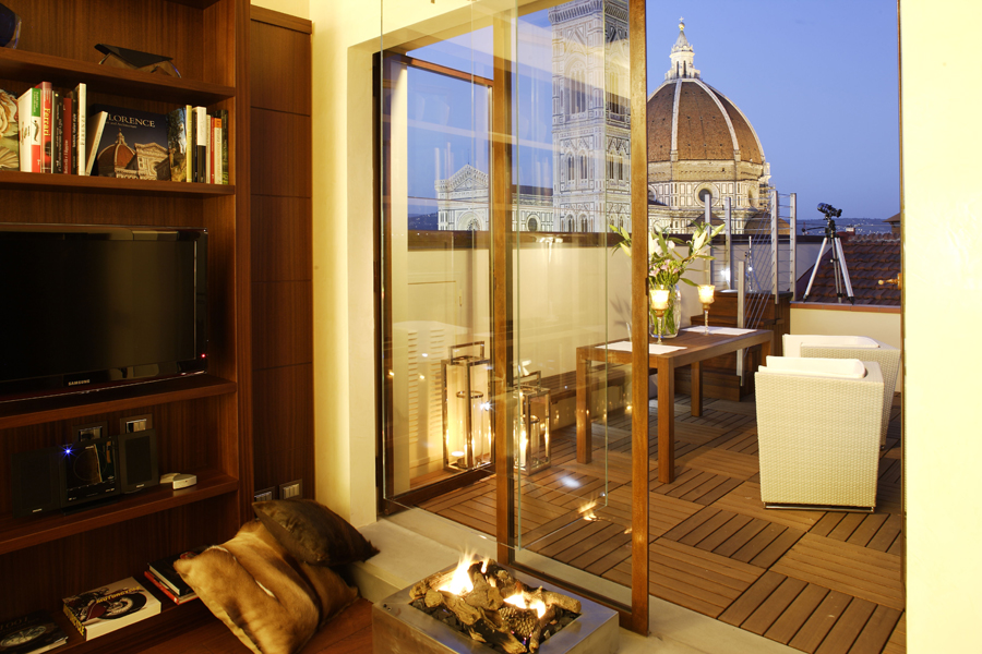 speziali exclusive apartment florence night view a1 Romantic stay in Florence   falling in love again