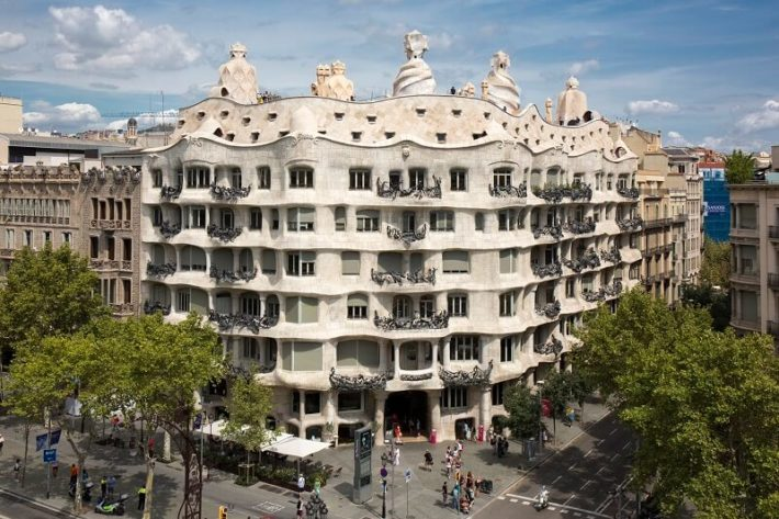 visita pedrera premium barcelona e1551179323985 Featured apartment of March – Garden View apartment!