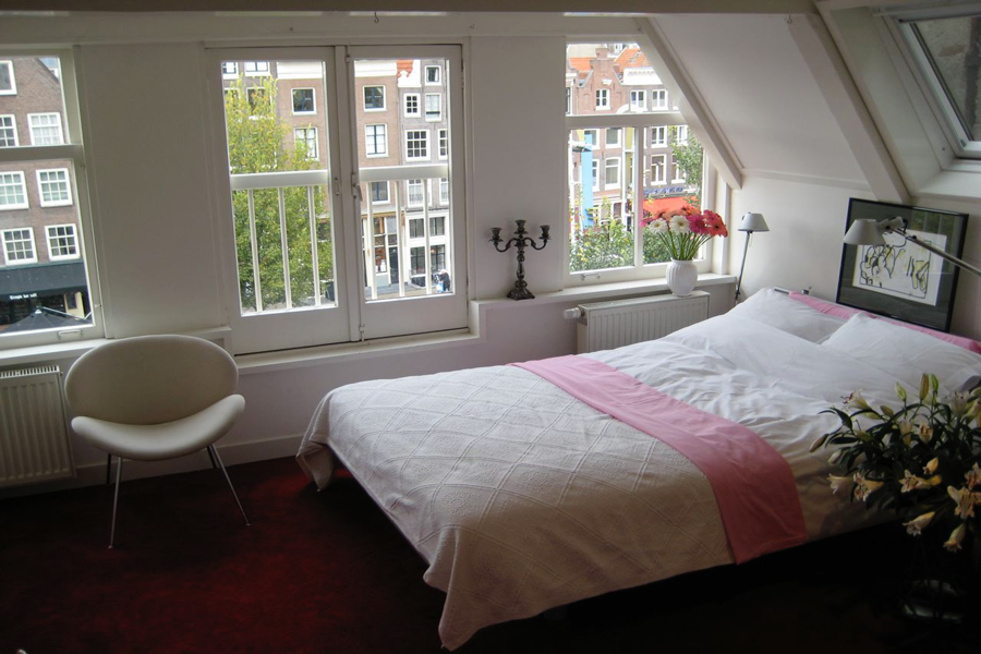 water-view-amsterdam-bedroom-a